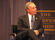 """American Curios"": Donald Trump y Michael Bloomberg, plutocracia a la americana"